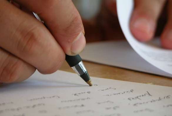 Taking notes boosts memory of jurors, new study finds