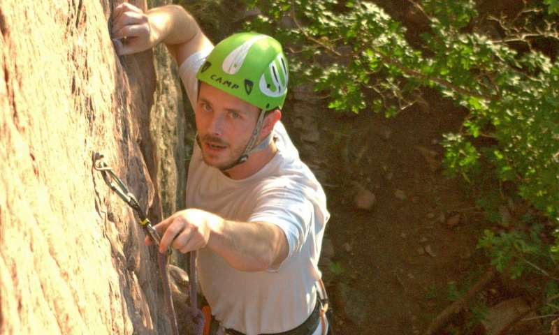 Theoretical climbing rope could brake falls