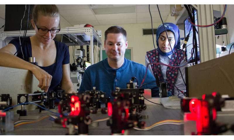 UNM professor developing super-resolution microscopy techniques