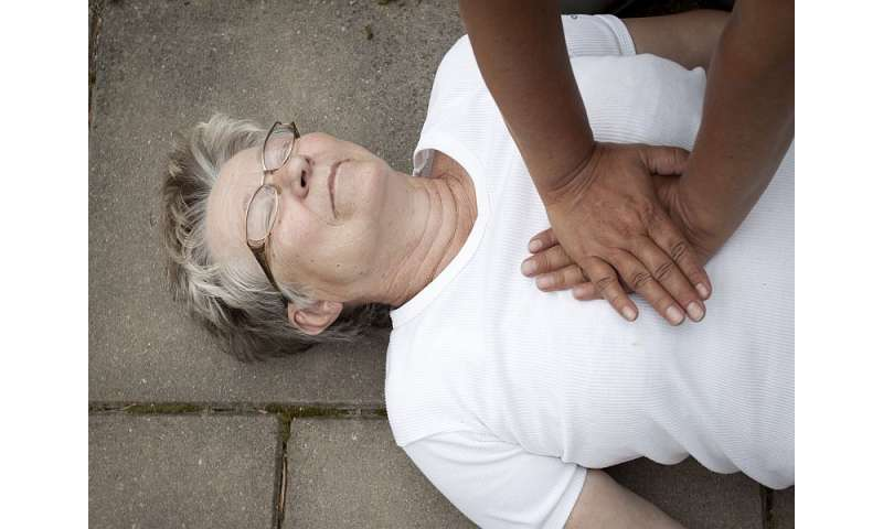 Women in cardiac arrest may be less likely to receive help