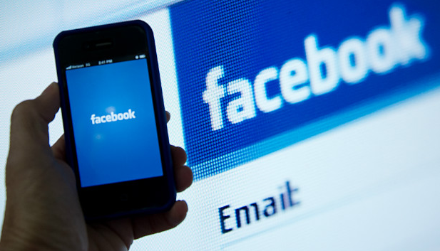 Women use warmer language than men on Facebook, finds new research