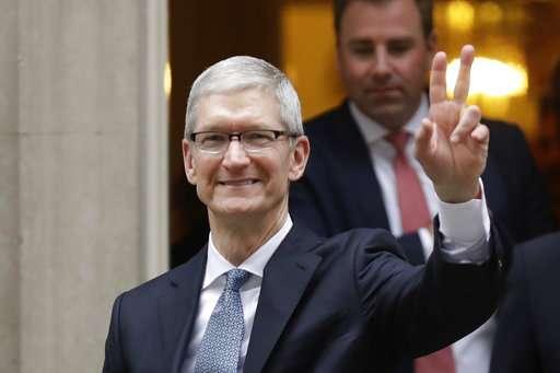 Apple CEO Tim Cook to address 2017 graduates at MIT