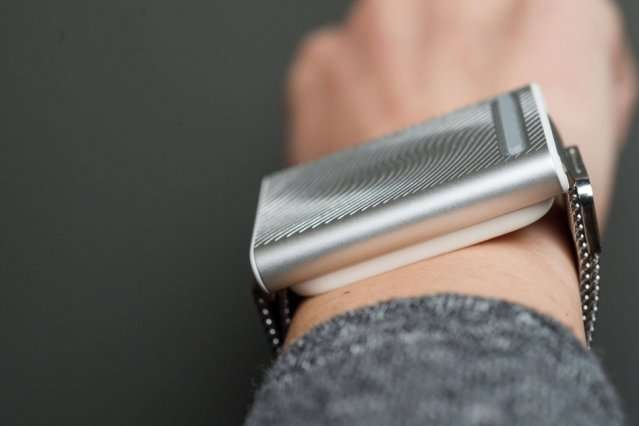 Engineers create wristbands that keep wearers thermally comfortable