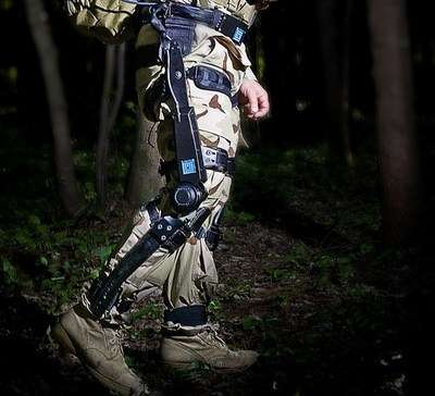 Exoskeleton helps soldiers carry heavy gear