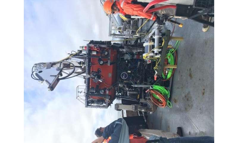 Hacking a pressure sensor to track gradual motion along marine faults