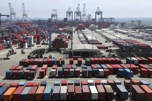 Largest US port complex passes plan to reach zero emissions