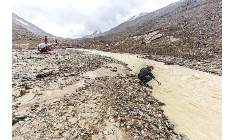 Mountain glaciers recharge vital aquifers