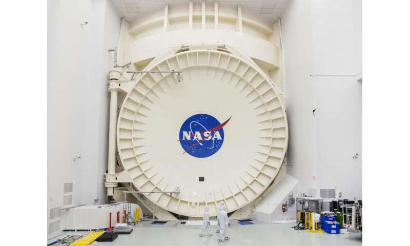 NASA closes Chamber A door to commence Webb telescope testing