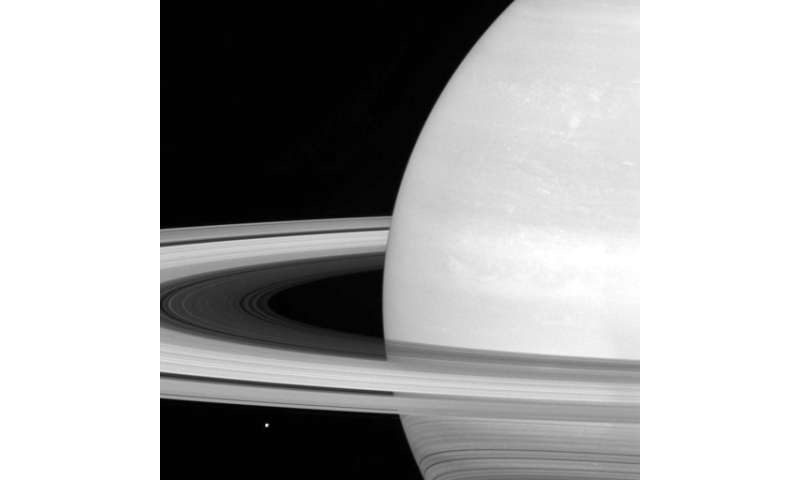 Spacecraft flies between Saturn and rings in historic 1st