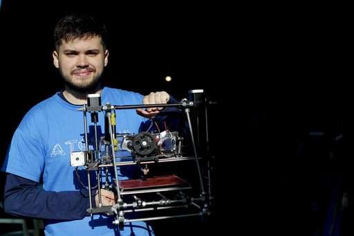 'Superhero' 3D printed hands help kids dream in Argentina