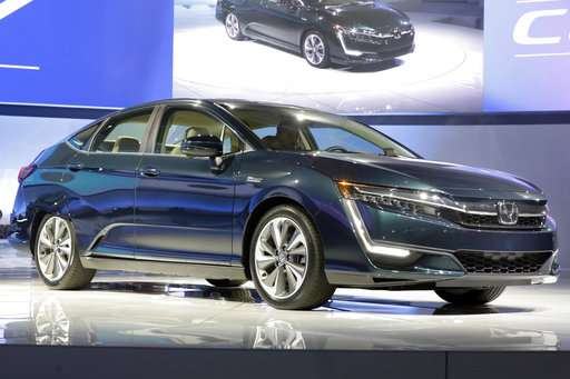 Hydrogen fuel cell cars face obstacle: few fueling stations