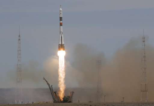 American, Russian cheered as they reach Intl Space Station