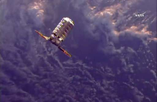Space Delivery: Astronauts get ice cream, make-own pizzas