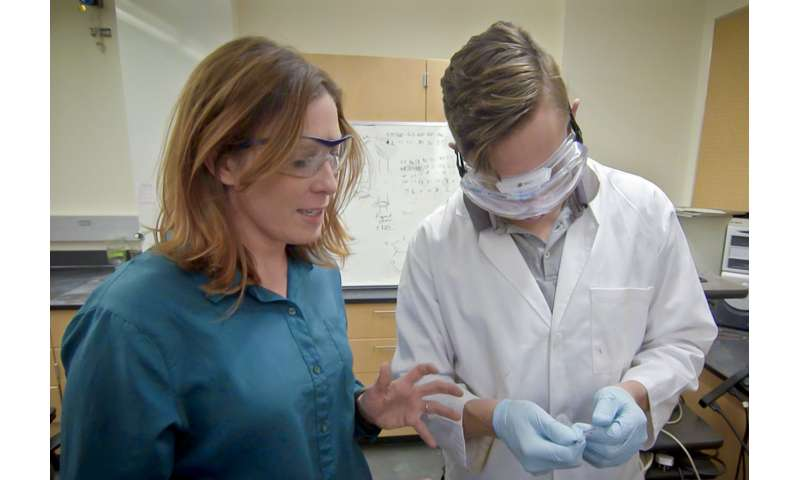 Researchers demonstrate new ways to achieve selectivity for biomarkers in bioelectronics