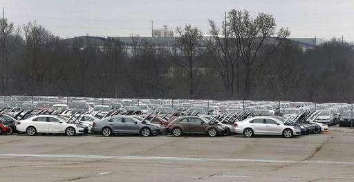 German prosecutors widen Volkswagen emissions probe