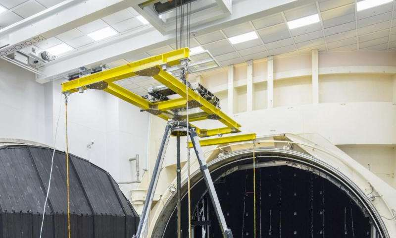Image: James Webb Telescope tested in thermal vacuum chamber