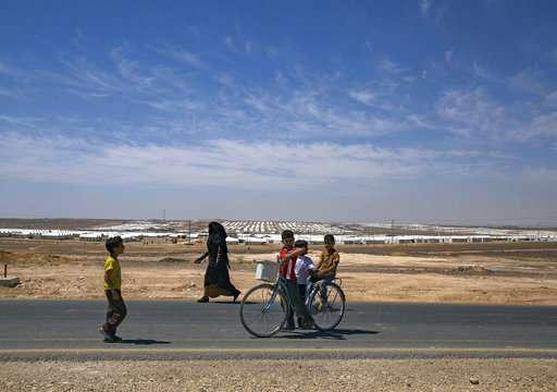 Syrian refugees in Jordan's desert get solar power