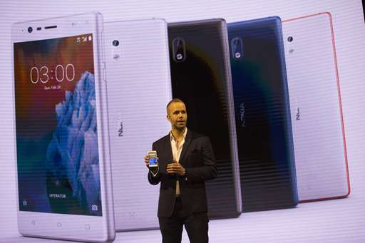 Samsung delays its new phone, and showcases tablets instead