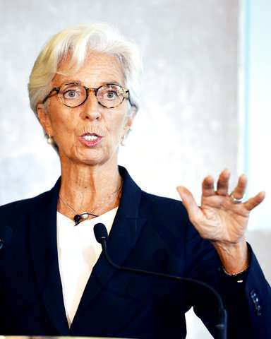 IMF chief tells central bankers to not dismiss bitcoin