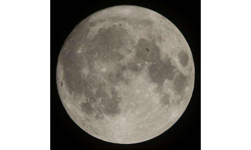 Image: Space station transits the moon