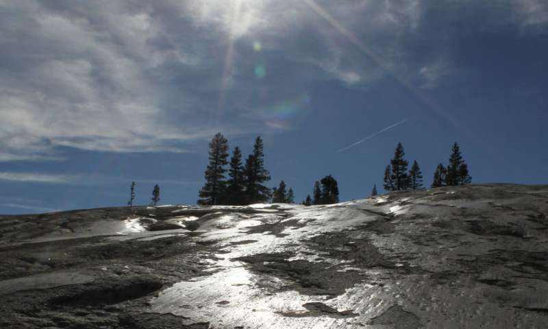 Study reveals structure and origins of glacial polish on Yosemite's rocks