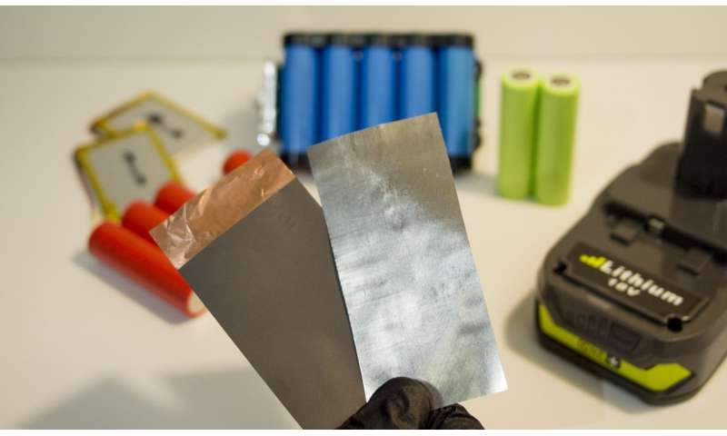 Engineers develop new material for better lithium-ion batteries