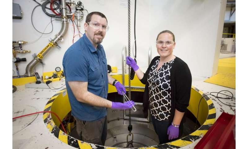 Interdisciplinary team designs gas flow cell to analyze catalytic behavior