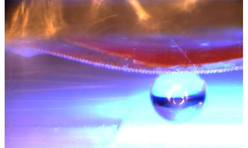 Researchers in Kiel can control adhesive material remotely with light