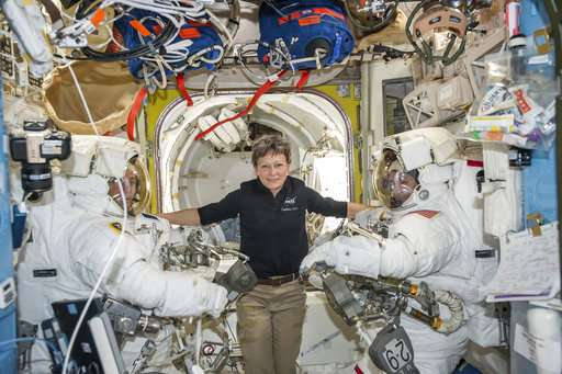 Astronaut breaks US space record, gets call from Trump (Update)