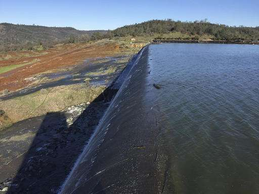 188,000 under evacuation orders near Northern California dam