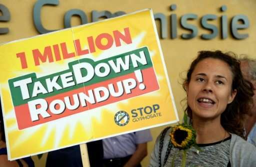 Activists demonstrate in favor of a glyphosate ban by the European Union in Brussels on July 19, 2017. A US has study found that