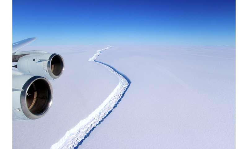Antarctic ice rift spreads