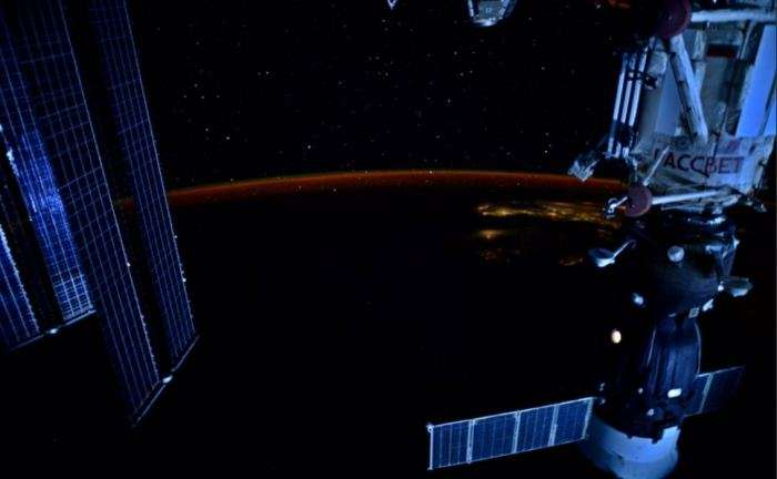 Can astronauts see stars from the space station?