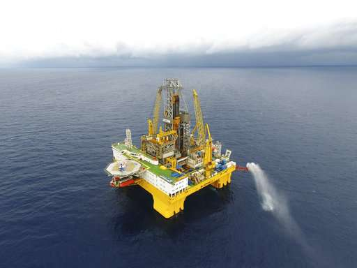 China, Japan extract combustible ice from seafloor