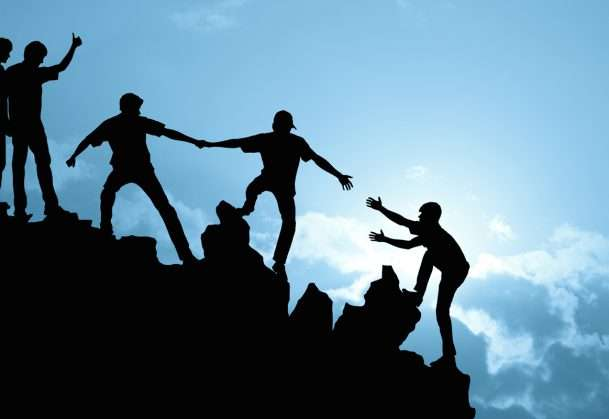 Cooperation driven by reciprocity, not conformity