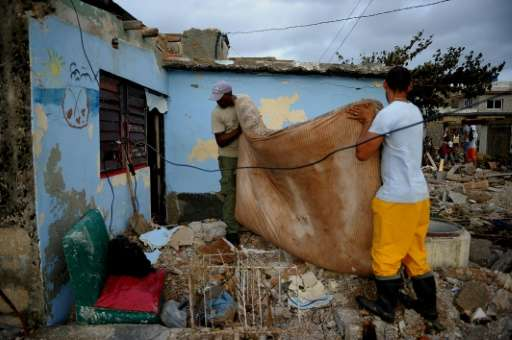 Cubans recover their belongings after the passage of Hurricane Irma