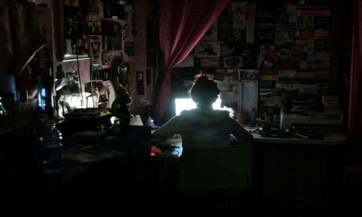 Expert claims internet addiction can cause personal chaos
