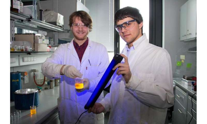 Fluorescence dyes from the pressure cooker