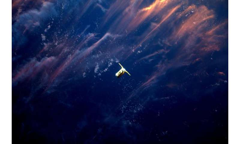 Image: Cygnus spacecraft approaches ISS in the sunset