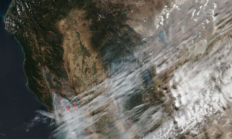 Image: High winds, hot weather continue to fan California fires