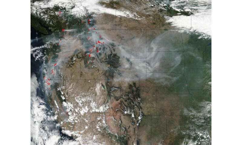 Image: Smoke and fires light up Pacific Northwest