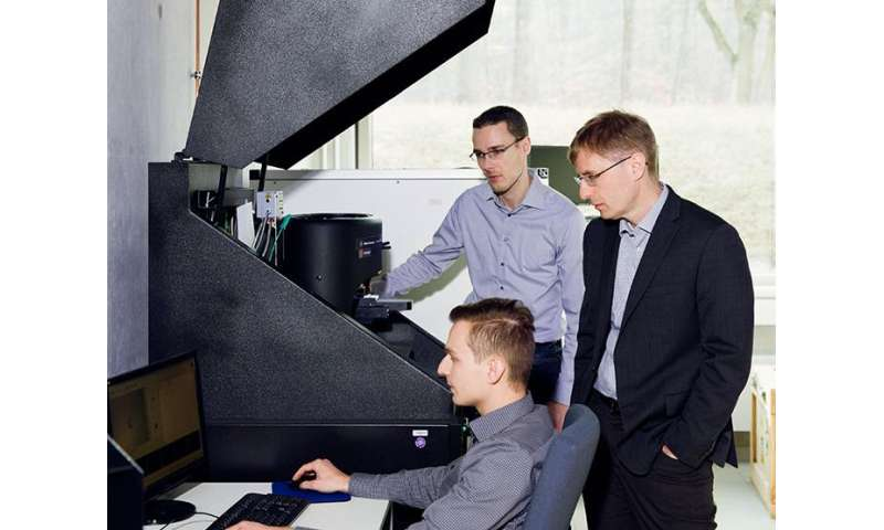 Imprinting nano-patterns in metals