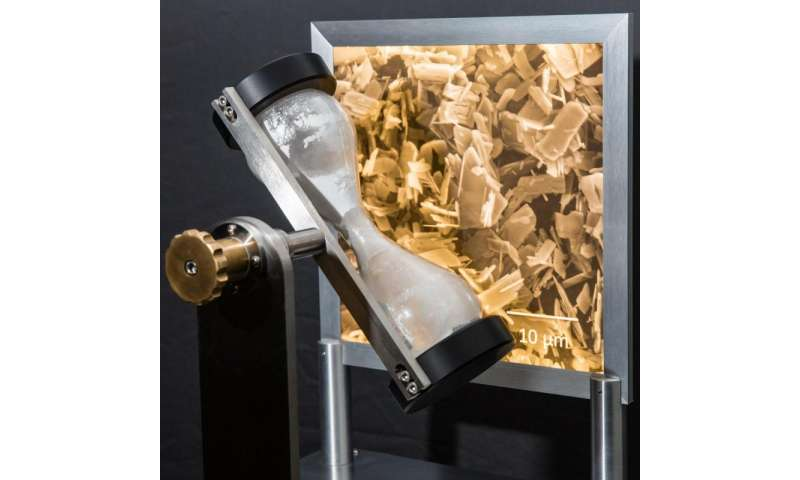 Improved corrosion protection with flake-type particles of zinc-phosphate