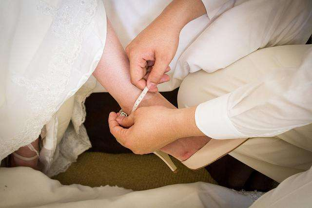'Marrying up' is now easier for men, improves their economic well-being, study finds