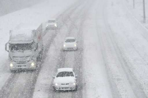 Motorists braved the snow-covered E19 highway in Kontich as cold temperatures swept across Belgium on Monday
