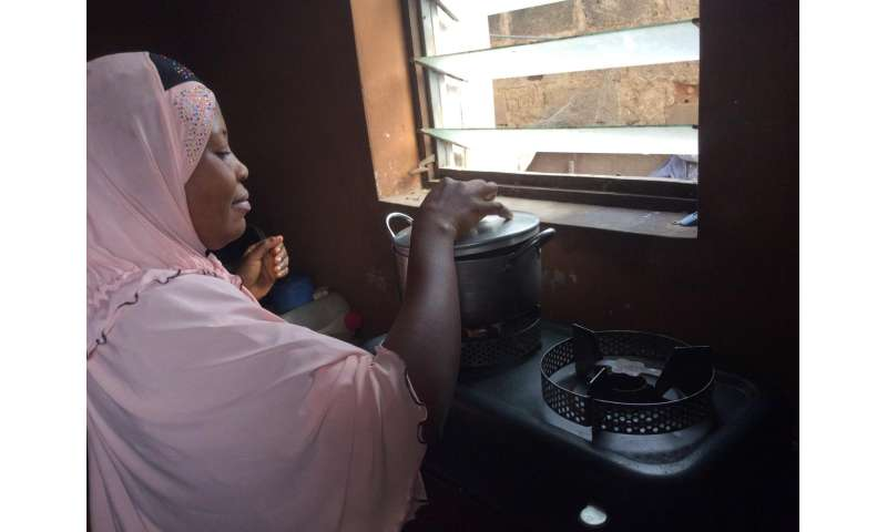 Nigeria: Clean-burning stoves improve health for new mothers