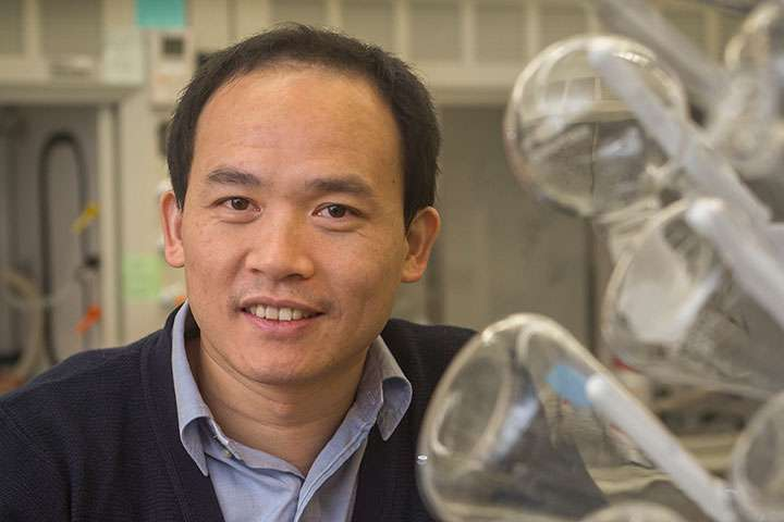 Power of light: Research team finds light is key to promising material