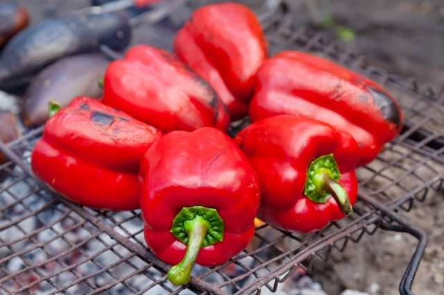 Red pigment in red peppers and oranges linked to a lower risk of lung cancer