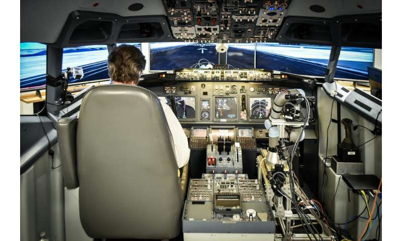 Robotic co-pilot is shown to land simulated Boeing 737