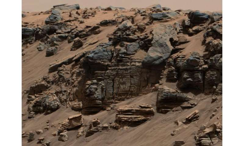 Rover findings indicate stratified lake on ancient Mars